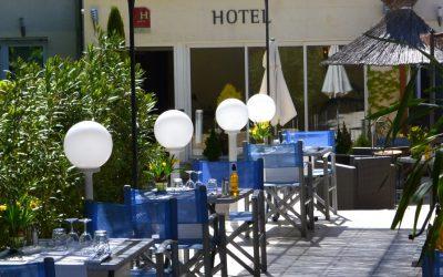 Piscine-et-Restaurant-Hôtel-Restaurant-Les-Alpes-GREOUX-LES-BAINS-1
